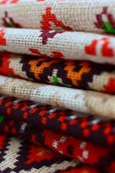 Стек из традиционного украинского народного творчества вязаные вышивальные узоры на текстильной ткани