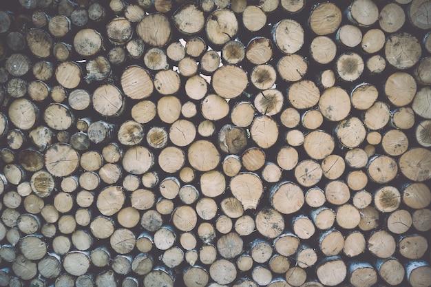 木の幹のスタック。テクスチャ背景壁紙