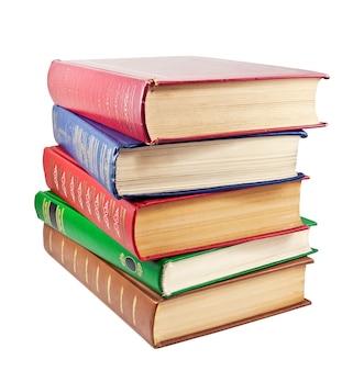 Стек старинных книг, изолированные на белом фоне