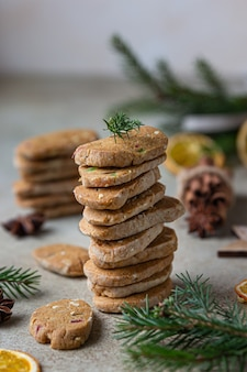 Stacked spicy butter cookies with candied fruits, cinnamon sticks and anise.