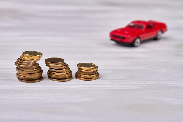 コインと車のスタック。