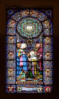 教会のステンドグラスの窓