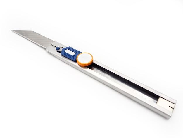 Нержавеющий нож нож, изолированных на белом фоне.
