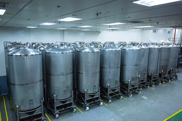 スクロールホイール付きの設備タンク化学セラーを備えたステンレス鋼グループ垂直鋼タンク化学プラントでの洗浄と処理