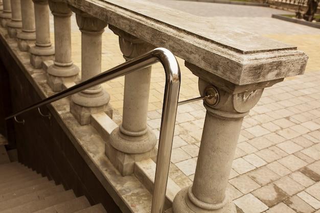 야외 석고 계단이있는 스테인레스 스틸 난간