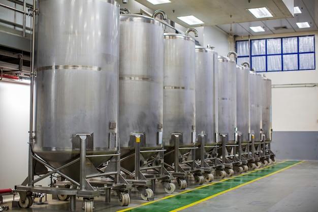 機器タンクの圧力計付きステンレス鋼タンクスクロールホイール付きの化学セラーステンレス鋼タンクの洗浄とシャンプープラントでの処理