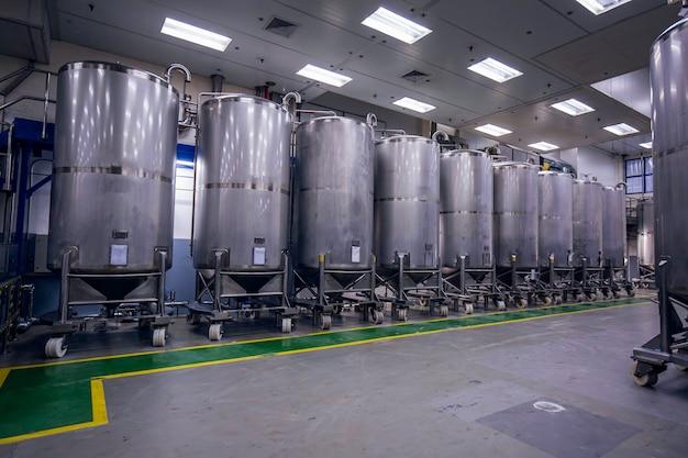 機器タンクの圧力計を備えたステンレス鋼タンクスクロールホイール付きの化学セラーステンレス鋼タンクの洗浄とシャンプープラントでの処理