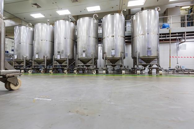 機器タンクの化学セラーに圧力計を備えたステンレス鋼製タンク、スクロールホイール付きステンレス鋼製タンクの洗浄とシャンプープラントでの処理