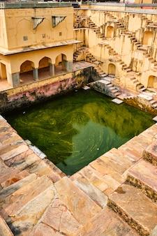 Лестницы панна мина ка кунд степуэлл в джайпуре, раджастхан, индия