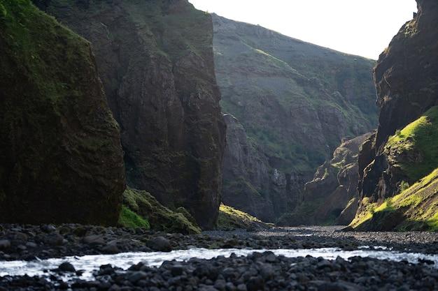 Каньон стакхольцгья с рекой в исландии недалеко от посморка