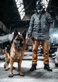 Сталкер в противогазе и собака в радиоактивной зоне