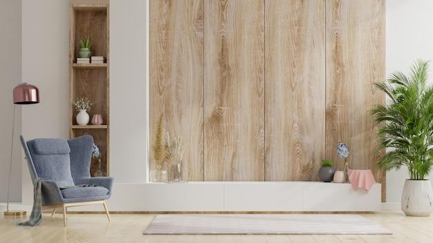 안락 의자가있는 거실의 나무 벽에 tv를 세우십시오.