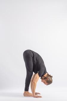Standing forward bend (uttanasana b) yoga posture (asana) Premium Photo