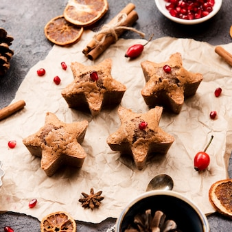 Star-shaped cookies with pomegranate and rosehip