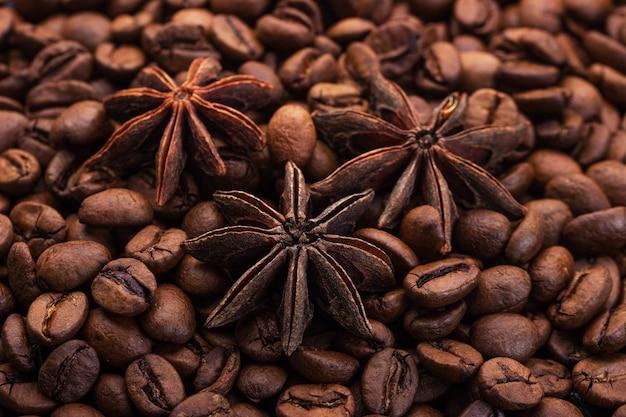 コーヒー豆を背景に星がアニス