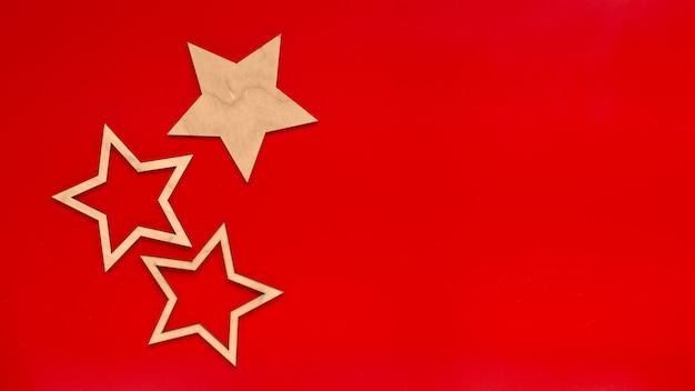 Звезды на красной поверхности вид сверху