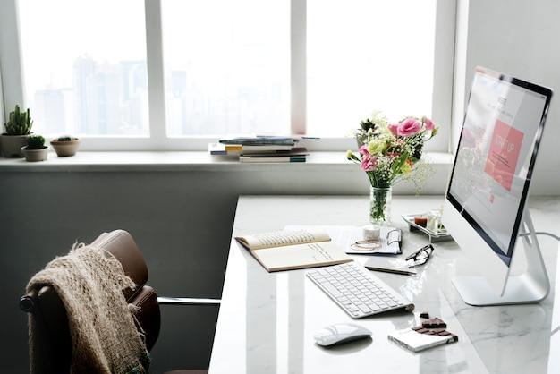 コンピュータ画面上のスタートアップビジネスプラン