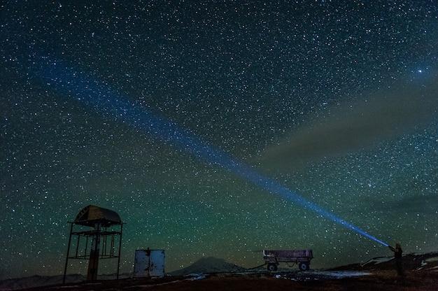 ロシア、コーカサスの夜のエルブルス山の統計。