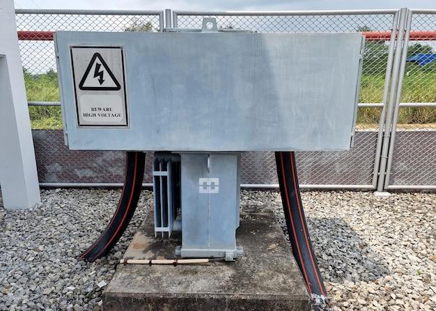 ステーションサービス変圧器は、変電所に低電圧サービスを供給します