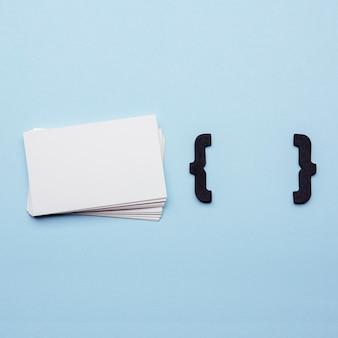 Канцелярские визитки и фигурные скобки