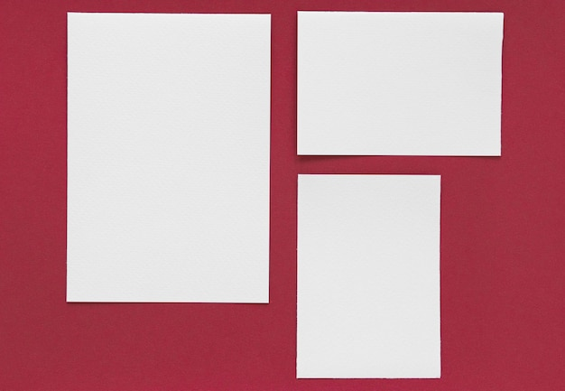 赤い背景の文房具