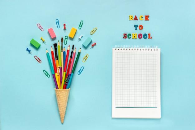 Канцелярские товары карандаши, кисточка, скрепка в вафельном рожке для мороженого