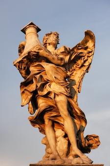 Статуя на мосту сан-анджело в риме
