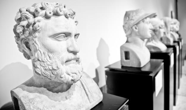 고전 모델, 나폴리, 이탈리아의 동상 컬렉션