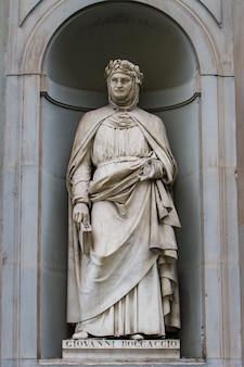 Statue of giovanni boccaccio in florence