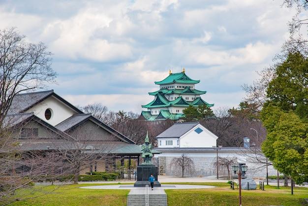 Statue of kiyomasa kato at nagoya castle. Premium Photo