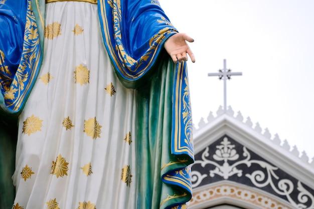 Statue maria and church