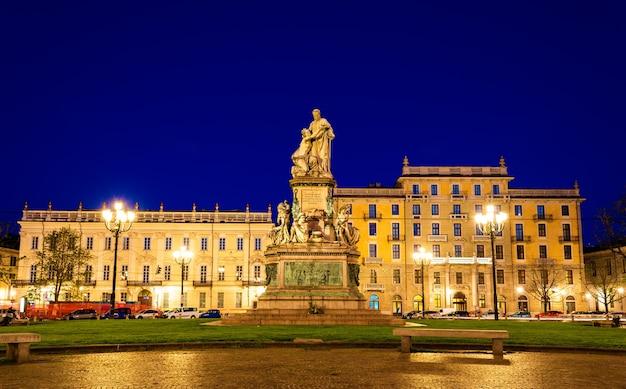 カミッロ・ベンソの像、トリノのカブール伯爵-イタリア