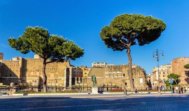 ローマのネルウァ皇帝の像