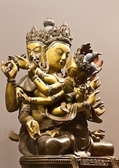 아시아 남동쪽의 성부부 동상