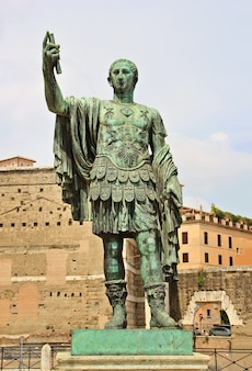 Статуя юлия цезаря / жюля цезаря, императора рима