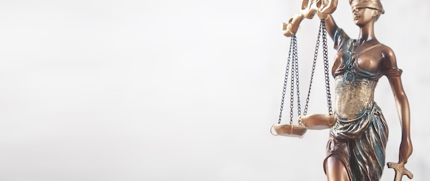 Статуя леди юстиции. право и право
