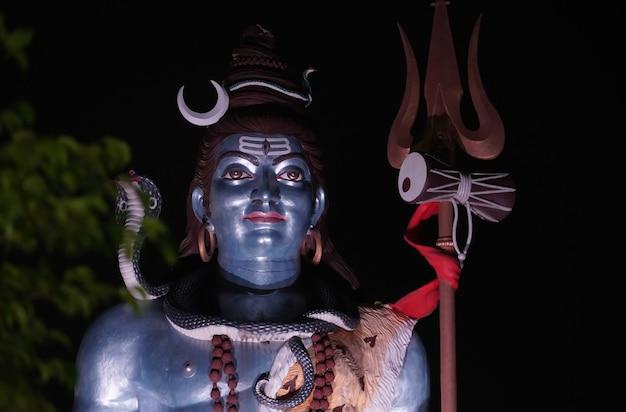 Статуя лорда шивы, шивы в индуистской мифологии, одного из верховных богов
