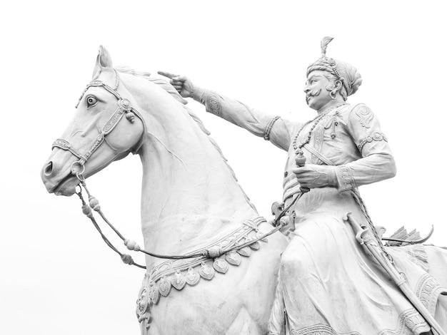 インドのジョードプルにあるラオジョダの像。