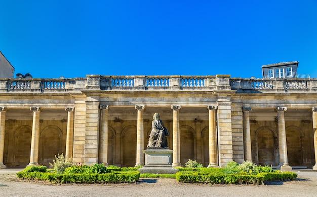ボルドーのパブリックガーデンにあるローザボヌールの像-フランス、アキテーヌ