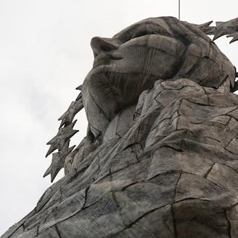 Статуя девы марии кито, эль-панецилло-хилл, кито, эквадор