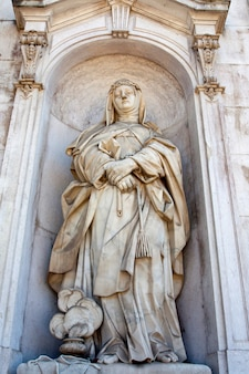 Statue of a women located on the entrance of the national palace of ajuda in lisbon, portugal.