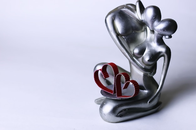 Statuette valentine with hearts