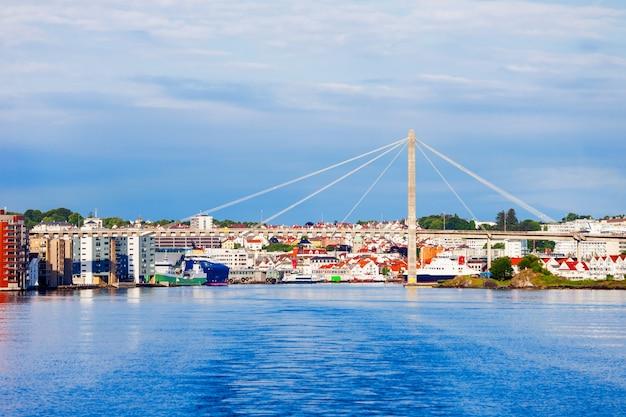 Городской мост ставангера или ставангер бибру - вантовый мост в городе ставангер, норвегия.