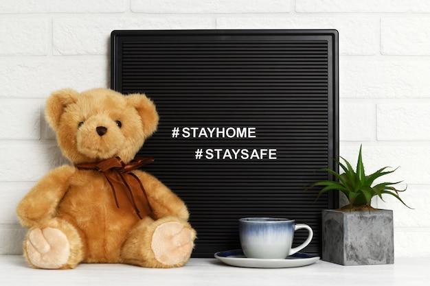 Оставайся дома плакат