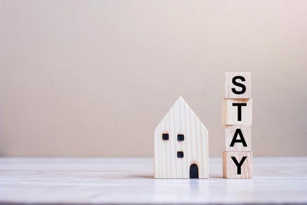 Stayテキストとhomeモデルの木製キューブブロック