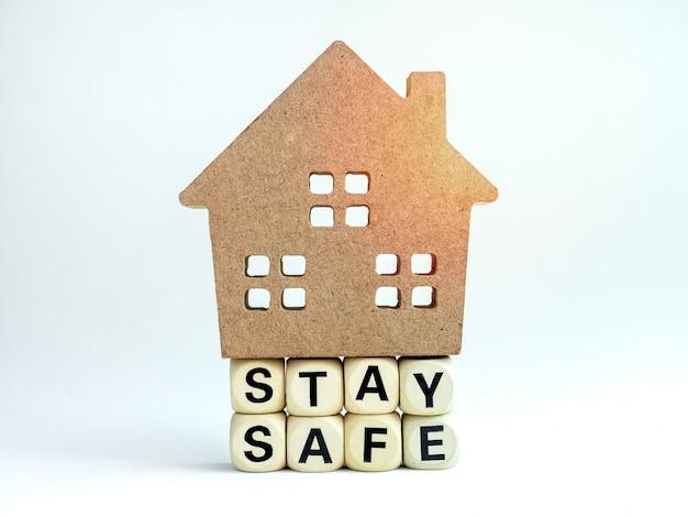 Оставайтесь в безопасности, оставайтесь дома, проводите кампанию в социальных сетях для профилактики пандемии коровируса-19 или коронавируса.