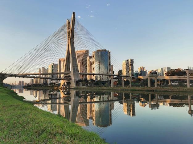 Остался мост в сан-паулу через пиньейрос.