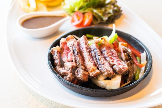 Стейк из говядины и мяса