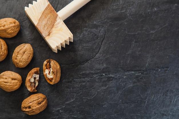 Стейк-молот и грецкие орехи
