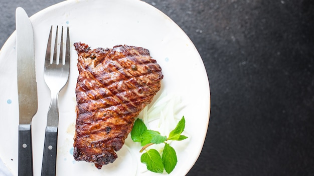 스테이크 고기 그릴 쇠고기 구운 바베큐 테이블에 건강한 식사 스낵 복사 공간 음식 배경